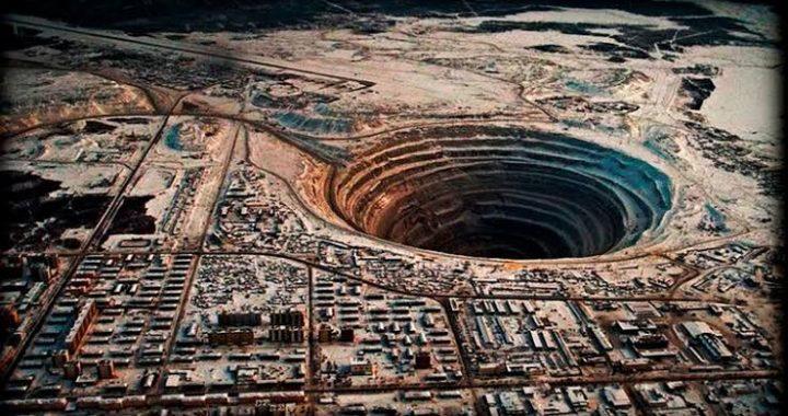 """Pozo de Kola y la historia de porque lo llaman """"la puerta de entrada al infierno"""""""