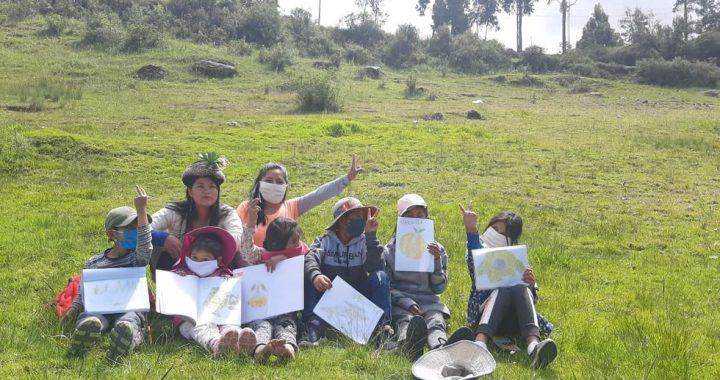 Primas de Ayacucho brindan clases a niños que no tienen acceso a Internet
