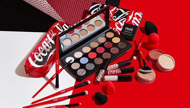 Coca Cola innova con su nueva línea de maquillaje