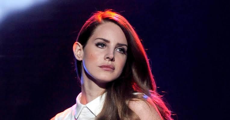 Lana del Rey alista el lanzamiento de su primer libro de poesía en septiembre