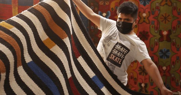 """Genaro Rivas  presenta colección de la campaña """"Tejedoras por la esperanza"""""""