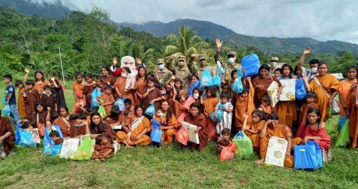 Viva Air y el Comando Especial VRAEM donan alimentos y obsequios a los niños más necesitados
