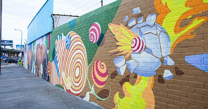 Nuevos murales limpian el aire y buscan derribar las barreras de raza y género en el Perú