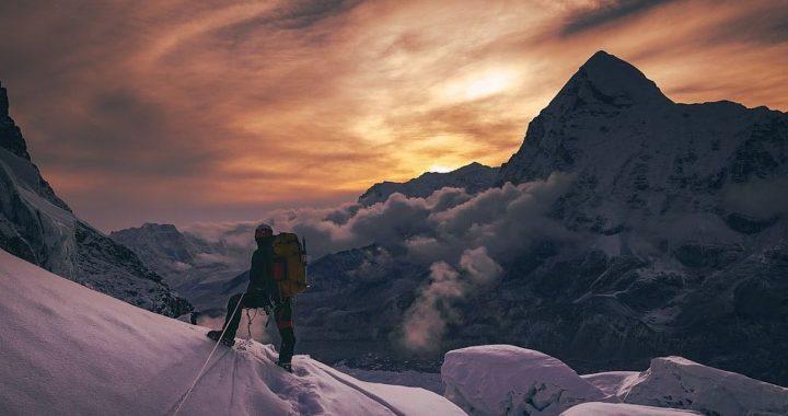 El Everest registra récord de escaladores pese a la pandemia de la COVID-19