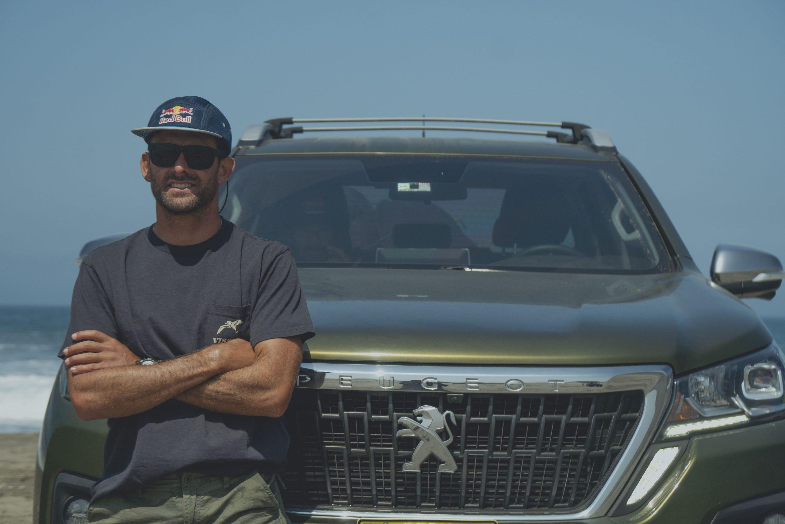 Gabriel Villarán, surfista reconocido a nivel mundial, es nuevo embajador de Peugeot Perú