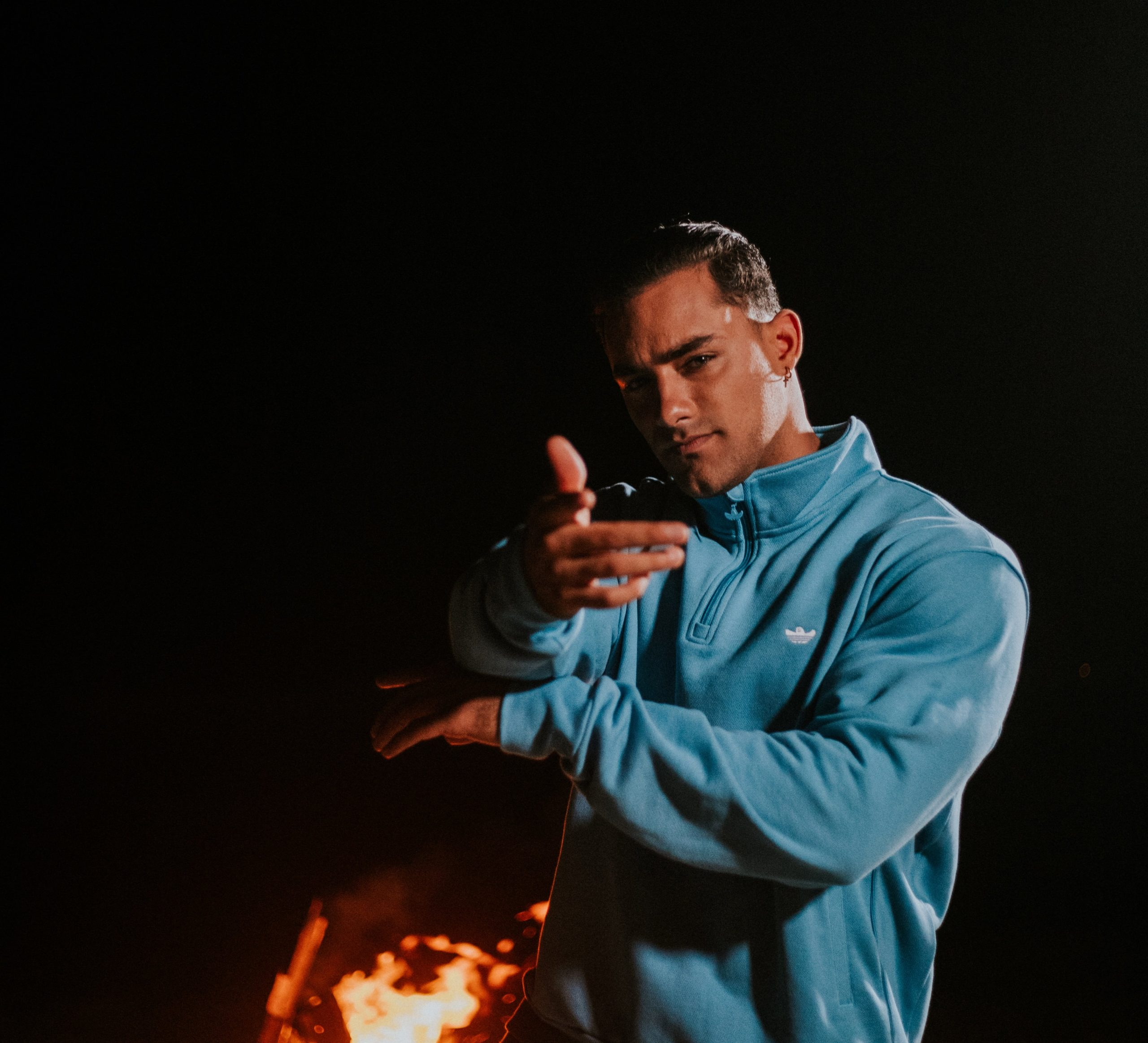 Austin Palao estrena videoclip de su nuevo tema «Tú me encantas»