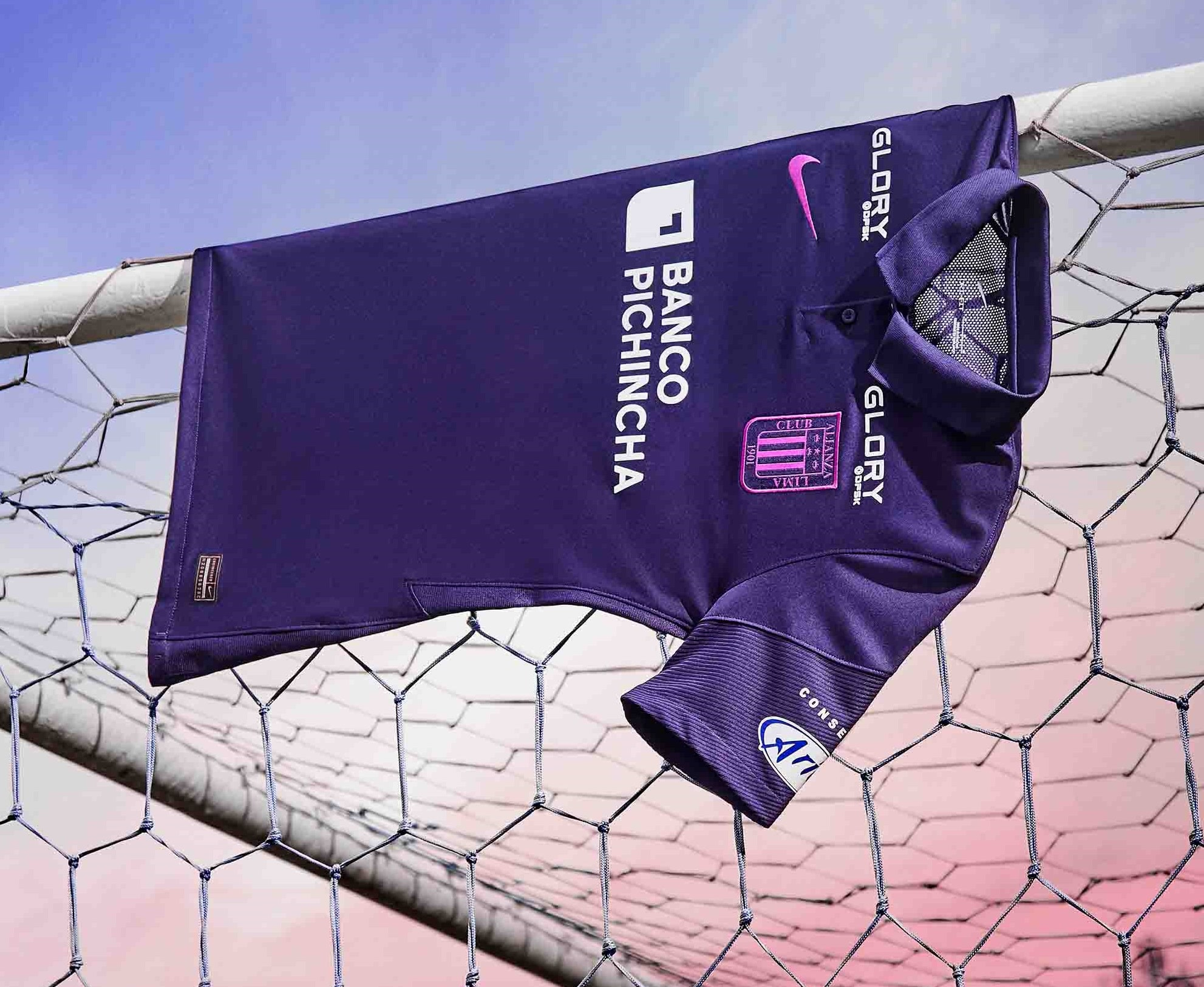 Nike lanza la camiseta morada de Alianza Lima