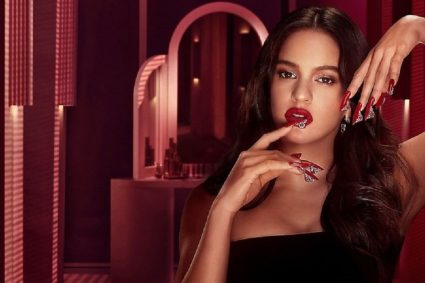 Rosalía recrea su estilo con la creación de una colección de cosméticos con M.A.C